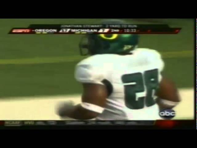 Oregon RB Jonathan Stewart runs for a short touchdown vs. Michigan 9-08-07