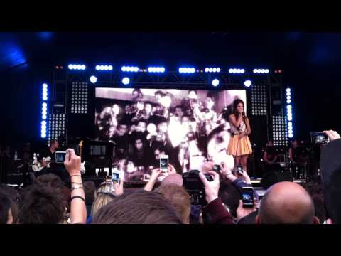 Lana Del Rey - Video Games - live at Lovebox Festival, Victoria Park, London 17.06.2012 (cut)