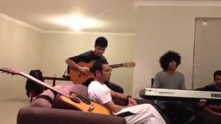 جوان گيتار زن با عشق مينوازد - Young talented boy playing guitar 2012