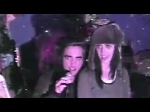 Katy Perry and Robert Pattinson sing karaoke