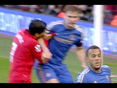 Luis Suarez Biting Branislav Ivanovic UP CLOSE - Liverpool VS Chelsea