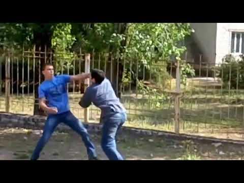 уличная драка боксера против борца.2018