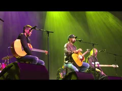 "Download  Luke Bryan performs his new song ""Born Here, Live Here, Die Here"" at Ryman in Nashville Gratis, download lagu terbaru"