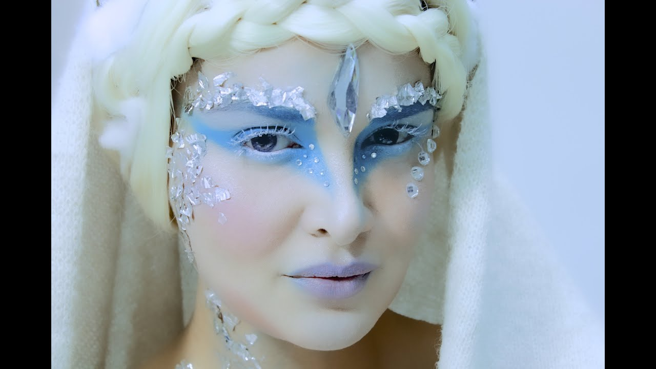 Christmas Snow Queen M...