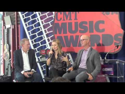 Kristen Bell on if she will sing with a Country Artist