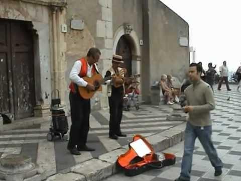 Sicily Taormina Piazza musicians Сицилия Таормина, музыканты на площади