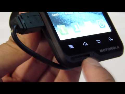 Motorola MOTOLUXE hands-on (2)