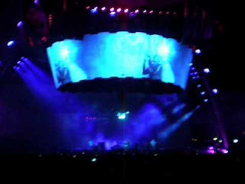 U2 live in Nice 15-07-2009: 21 - Ultraviolet (Light My Way) (360° Tour)