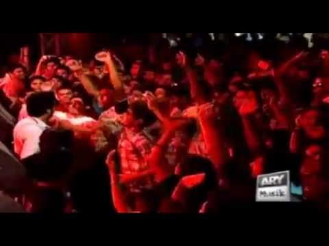 Imran Khan Singing Live Bounce Billo (karachi - Pakistan) 2010 video