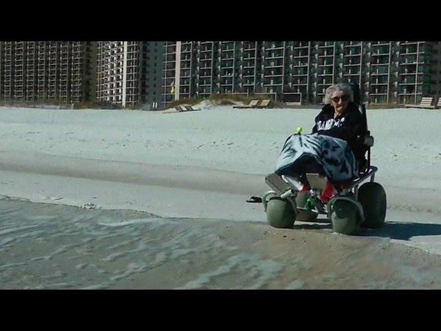 امرأة ترى البحر لأول مرة في حياتها قبل عيد ميلادها 101