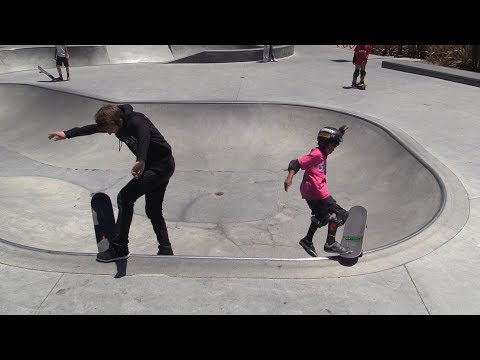 8 YEAR OLD SKATER TEACHES AARON A BOWL TRICK!