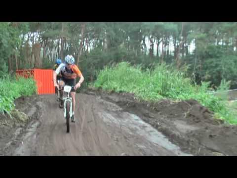 De funklasse-wedstrijd tijdens de Bikers-Giant MTB cup in Heeswijk-Dinther. Net zoals andere jaren ging een deel van het parcours over het terrein van campin...