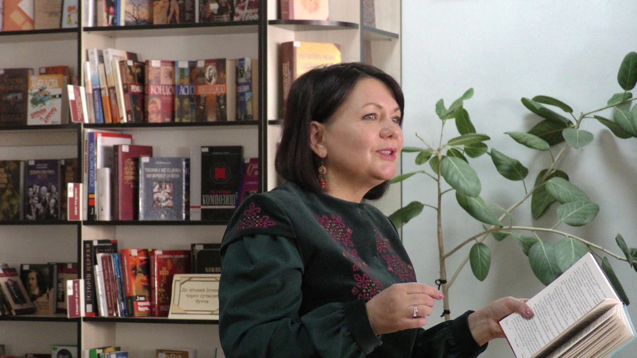 «Я завжди пишу живі історії, які мене заболіли» — письменниця Оксана Кузів