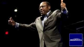 Dr. Myles Munroe, wife and daughter killed in airplane crash