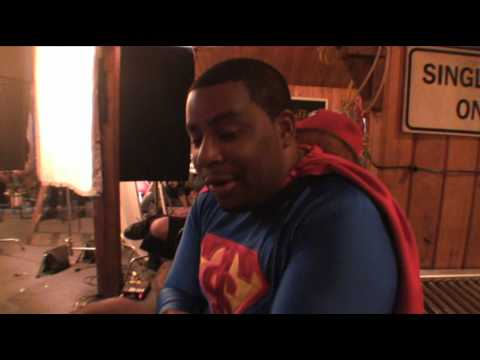 Kenan Thompson STAN HELSING Behind-the-Scenes
