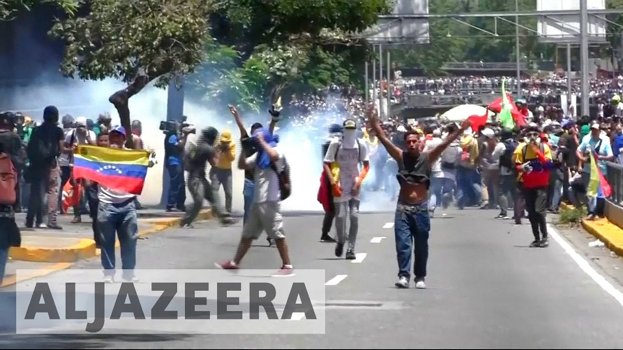Fears of violence at rival rallies in Venezuela