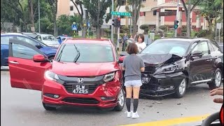 21may2018 accident btw toyota harrier & honda vezel @ ang mio kio ave 8 junction