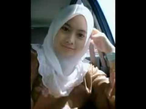Gadis Melayu Bertudung Menawan