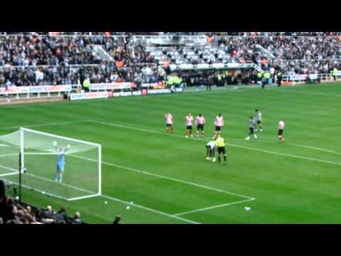 Shola Ameobi penalty - Newcastle v Sunderland (5 - 1) 31/10/10