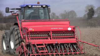 Drilling Spring Barley with New Holland TM155 & Kuhn Integra 3000 One Pass