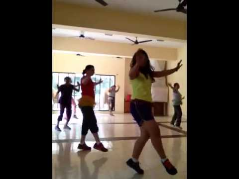 London Thumakda Bollywood Belly Dance Workout -Hema Gidwani