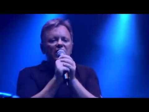 New Order ao vivo - Every Time I See You Falling (Bizarre Love Triangle) Live in Glasgow