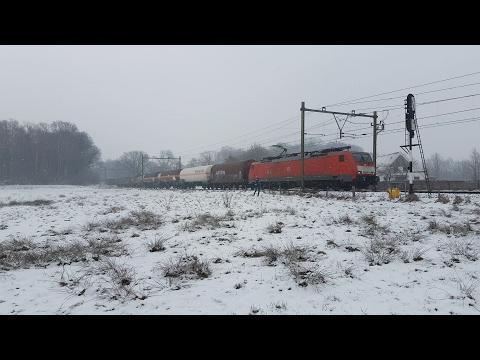 DB Cargo 189 069 met UC Seelze in een sneeuwbui