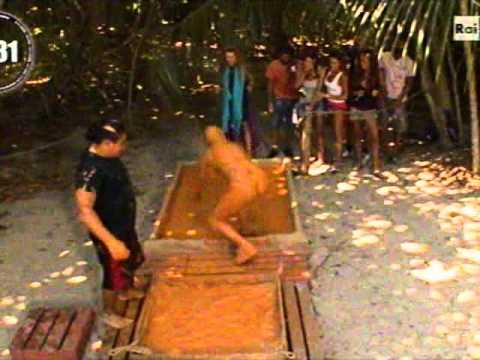 Alba Parietti nel fango! – Isola dei famosi