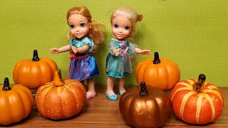 Pumpkins decorations shopping ! Elsa and Anna toddlers shop for Thanksgiving