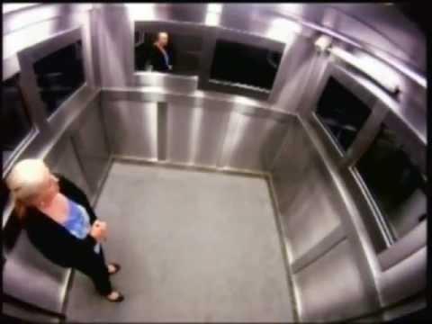 Жестокий розыгрыш в лифте