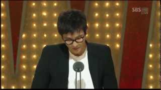Won Bin winning Best Actor at Grand Bell Awards 2010 for The Man From Nowhere