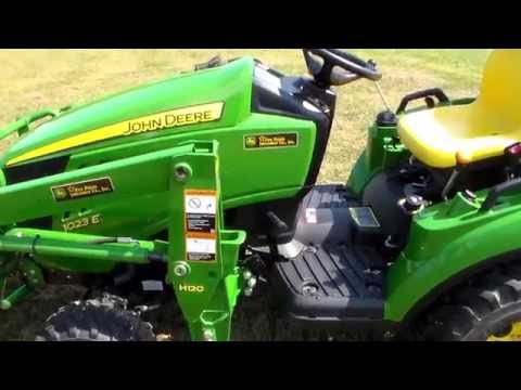 REVIEW - New John Deere 1023E Tractor and Implements REVIEW