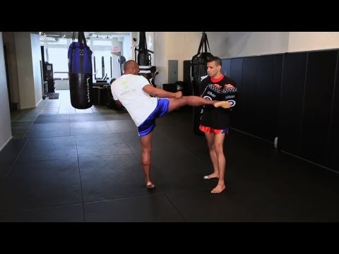 How to Do Roundhouse Kick in Kickboxing | Muay Thai Image 1