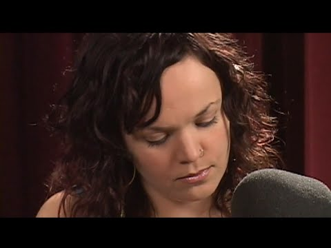 Allison Crowe - Hallelujah - live-in-the-studio