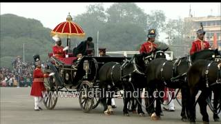 Indian President Mukherjee brings back the horse-drawn buggy