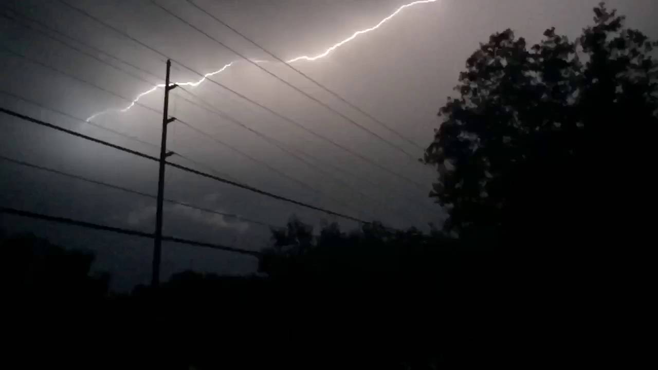 Woah! Insane Lightning Filmed In Tampa