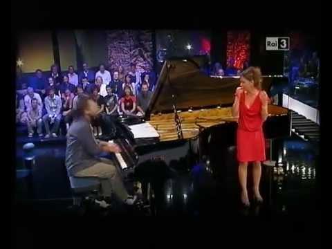 Caterina Guzzanti in Sostiene Bollani – 5a sinfonia di Beethoven con tosse