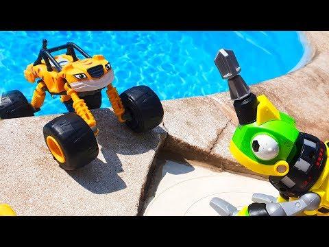 МАШИНКИ В БАССЕЙНЕ Вспыш и машинки в воде НА ВОДНЫХ КОЛЕСАХ Умные Дети ТВ cars pool ТаТаШоу