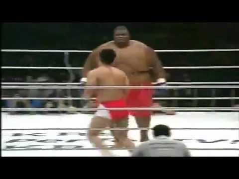 Vale Todo Pelea Sumo - David 76 Kg VS Goliat 257 Kg. JAPON LA MEJOR PELEA DEL MUNDO 2012