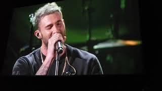 Adam Levine Live - Maroon Five - Stone Gossard Seasons / Chris Cornell I Am The Highway Tribute