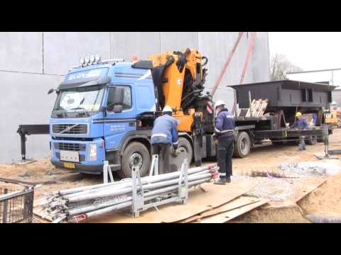 Volvo FM12 480 8x4 With An Effer 1355 Truck Crane Doing A Lift