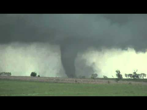 Tornado touches down in Elmore City, Oklahoma