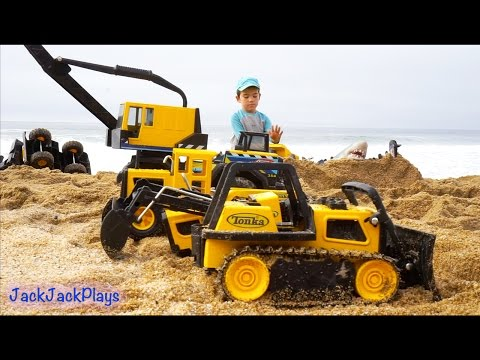 Construction Toys for Kids in Action at the Beach: Big Tonka Truck Collection Digging