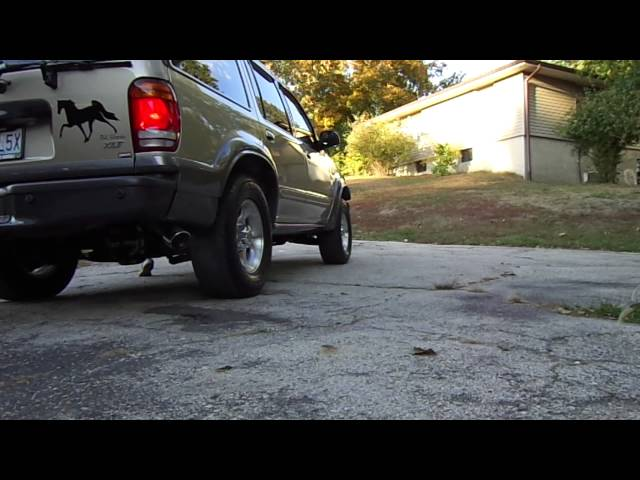 2000 Ford Explorer V8 Start-up,Idle, and Rev