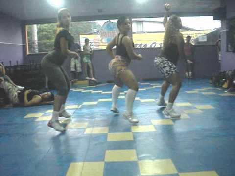 coreografia treinamento do bumbum.