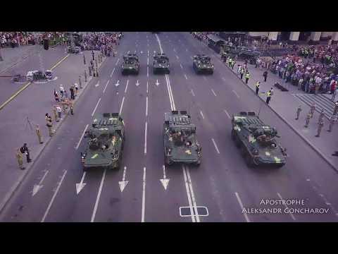 Тяжелая военная техника на Крещатике: яркое видео с дрона