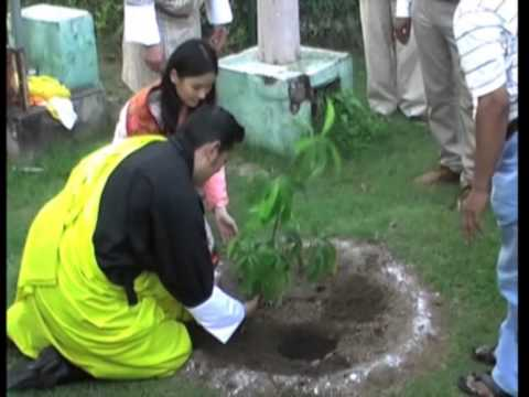 Bhutan King and Queen visit holy Buddhist shrine in temple town of northern India