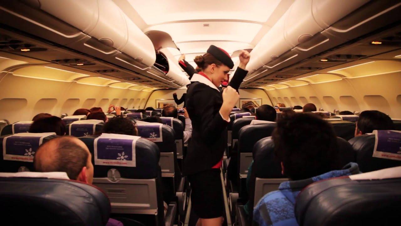 Стюардессу в самолете 9 фотография
