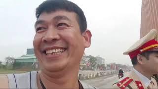 CSGT Chí Linh, Hải Dương, bắt lỗi xe container lỗi cấm giờ,gặp Bác Sang đứng xem,chuyển qua nhắc nhở