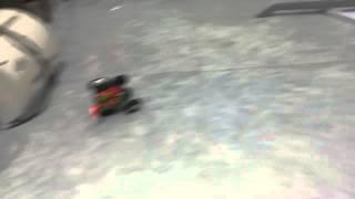 Ô tô nhào lộn điều khiển từ xa